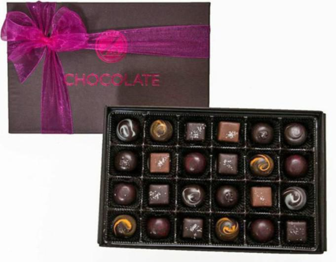 Τα σοκολατάκια Μπακλαβά, Φυστίκι του Αιγαίου και Σουσάμι-Ταχίνι είναι εμπνευσμένα από την Ελλάδα και από τα αγαπημένα των πελατών.