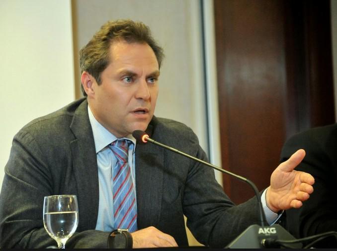 Ευτύχης Βασιλάκης, ετών 52. Αντιπρόεδρος Aegean Airlines.