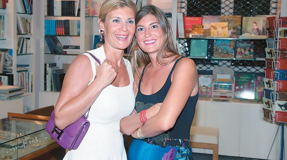 Η πρώην σύζυγος του Απόστολου Βακάκη, Έφη με την κόρη τους Χριστίνα.