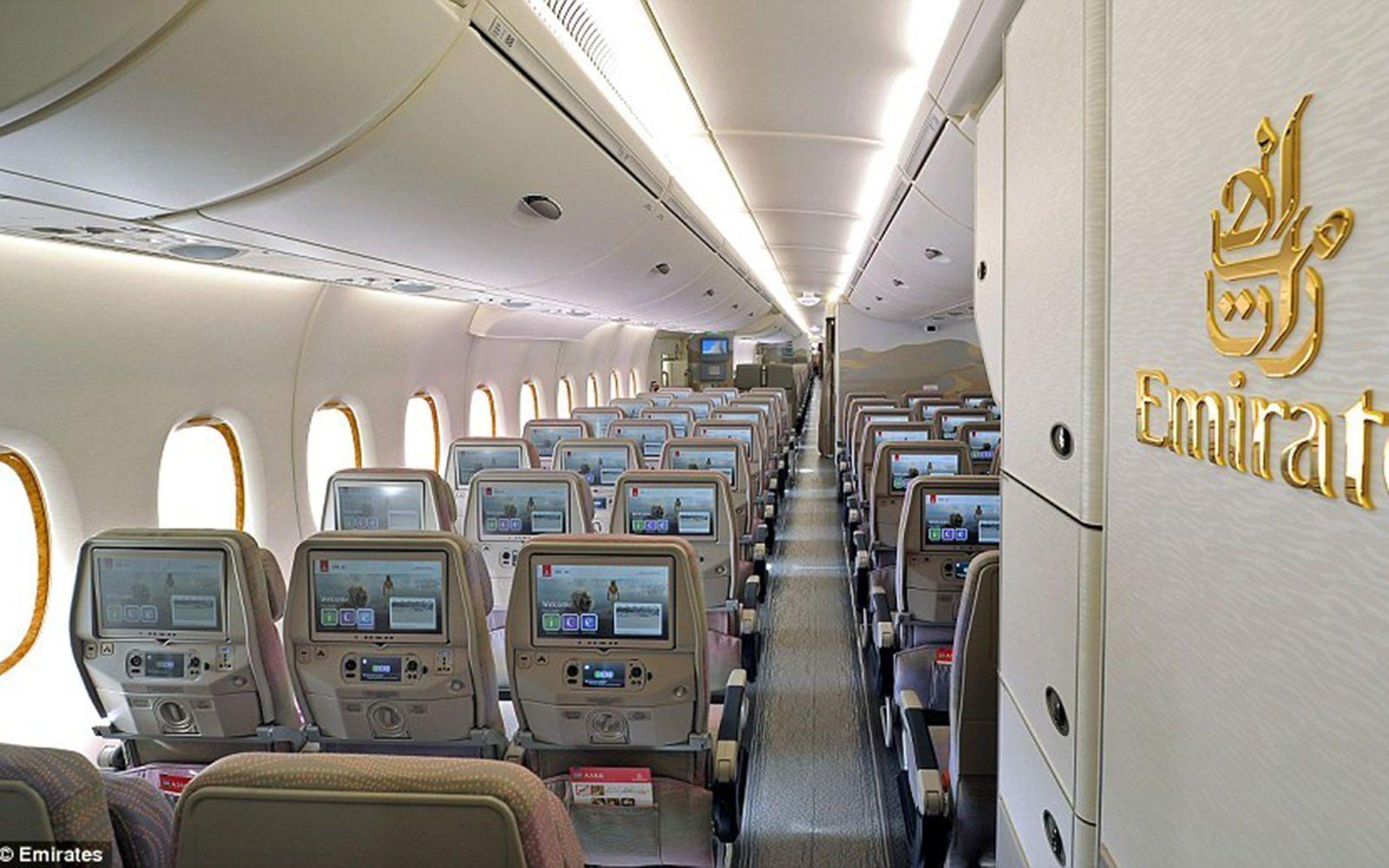 emirates-airbus-a830-BUS1115