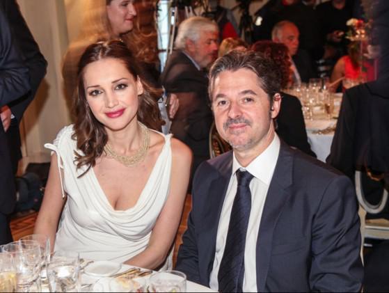O Θεοχάρης Φιλιππόπουλος με την συζυγό του