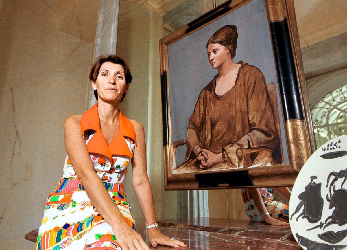 Μαρίνα Picasso δίπλα στο πορτρέτο της Όλγας. Παρίσι 2002