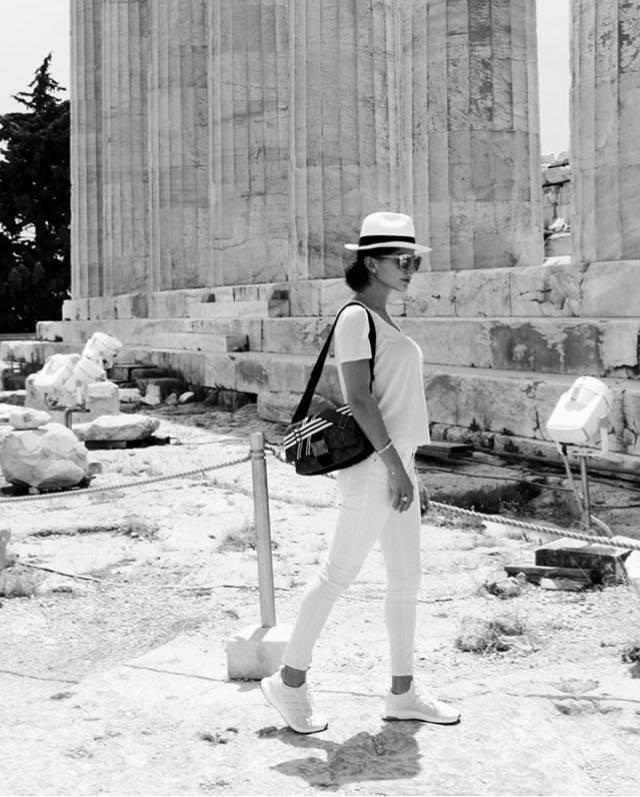 Η 24χρονη Δήμητρα Μέρμηγκα στην Ακρόπολη μετά το ταξίδι στην Ιταλία