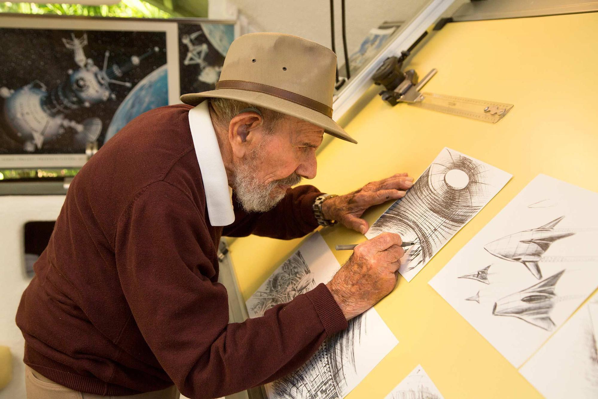 Έχει σχεδιάσει πάνω από 5,500 τεχνικά σκίτσα τα τελευταία 40 χρόνια