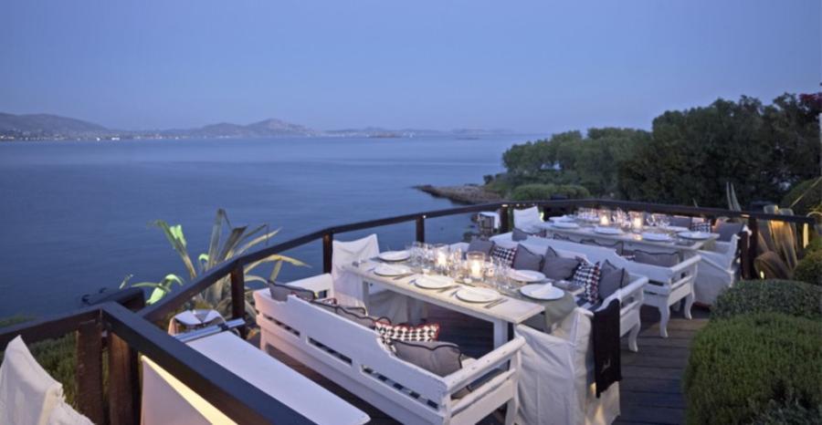 Ο χώρος του club-restaurant Island όπου θα γίνει η εκδήλωση των αρραβώνων του ζευγαριού