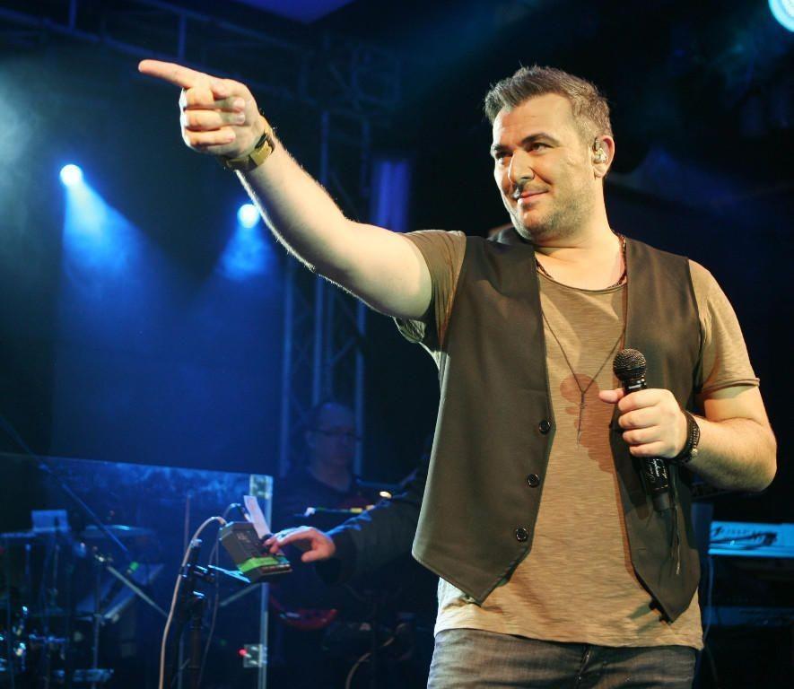 Ο δημοφιλής τραγουδιστής Αντώνης Ρέμος