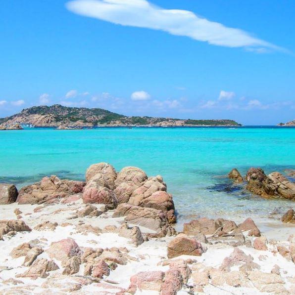 Η παραλία La Maddalena στο νησί Maddalena