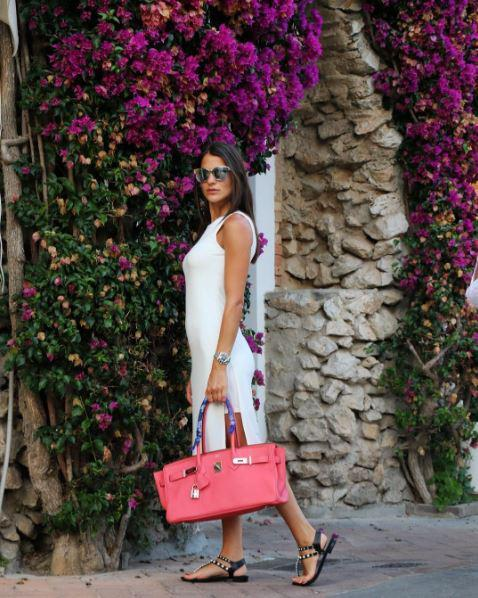 Η Δήμητρα Μέρμηγκα με πόζα ντίβας στο Capri
