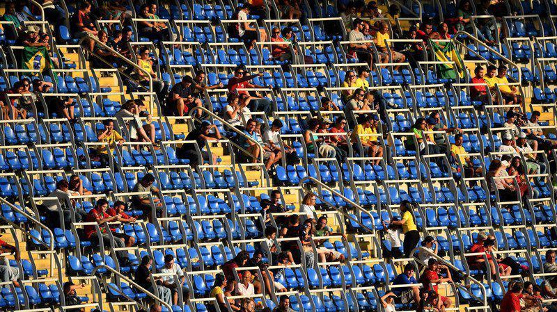 Αδειες κερκίδες και στο ποδοσφαιρο (το εθνικό άθλημα της Βραζιλίας) στον Αγώνα Ονδούρα - Αλγερία