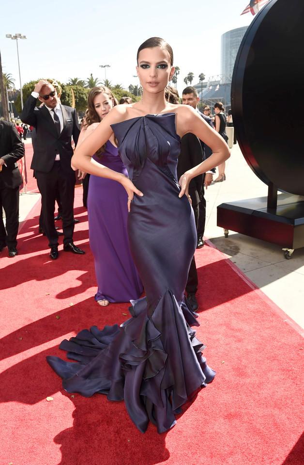Δείτε τις Heidi Klum και Emily Ratajkowski με αποκαλυπτικά φορέματα ... e8122abc603