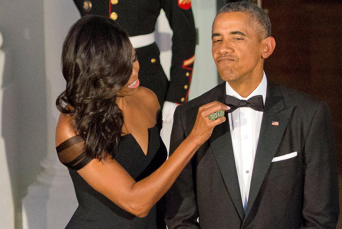 barack-obama-michelle-obama-love-story-romance-photos-25