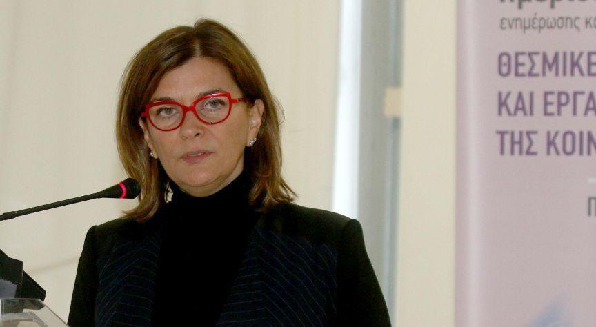 Η αναπληρώτρια υπουργός Εργασίας, Κοινωνικής Ασφάλισης και Κοινωνικής Αλληλεγγύης αρμόδια για την Καταπολέμηση της ανεργίας Ράνια Αντωνοπούλου κατά τη διάρκεια της ομιλίας στην ημερίδα ενημέρωσης για την Κοινωνική Οικονομία που πραγματοποιήθηκε στην αίθουσα «Αιμίλιος Ριάδης», της Helexpo ΔΕΘ. Θεσσαλονίκη, Πέμπτη 10 Δεκεμβρίου 2015. ΑΠΕ ΜΠΕ/PIXEL/ΣΩΤΗΡΗΣ ΜΠΑΡΜΠΑΡΟΥΣΗΣ