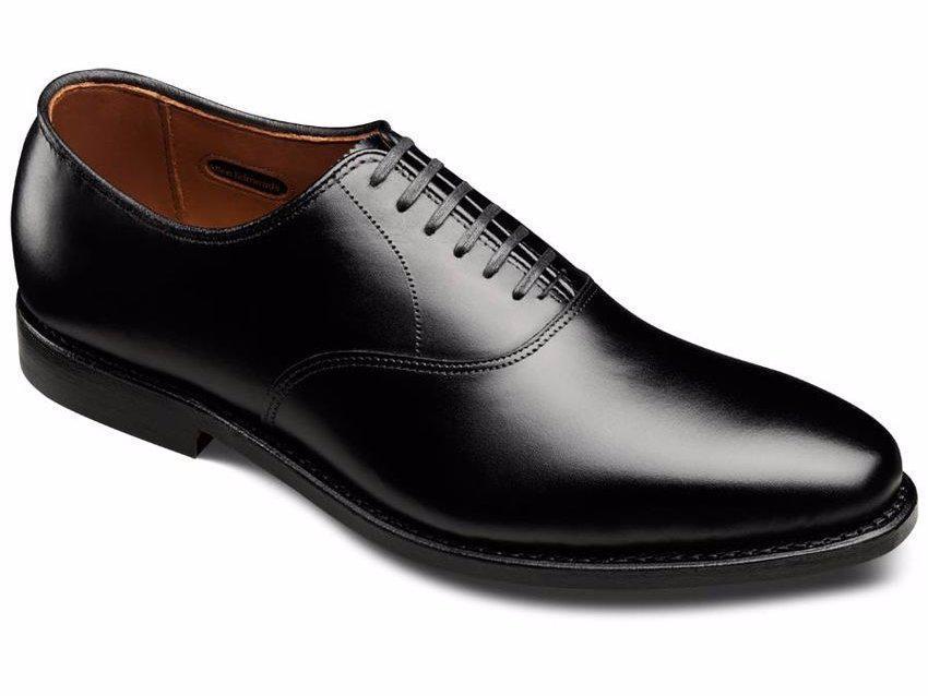 Ανδρικά παπούτσια  τέσσερα μοντέλα που απογειώνουν το στιλ του κάθε ... 0118569b9cd