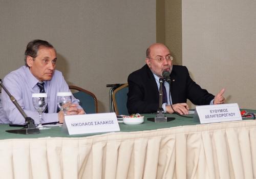 (από δεξιά) Ο Καθηγητής Μαιευτικής - Γυναικολογίας/ Παιδικής και Εφηβικής Γυναικολογίας, κ. Ευθύμιος Δεληγεώρογλου και ο Αναπληρωτής Καθηγητής Μαιευτικής & Γυναικολογίας και Πρόεδρος της Ελληνικής Εταιρείας Οικογενειακού Προγραμματισμού, κ. Νικόλαος Σαλάκος.