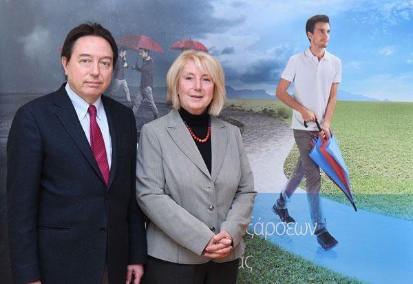 (από αριστερά) Ο καθηγητής Δερματολογίας ΑΠΘ, κος Δ. Ιωαννίδης και η καθηγήτρια Δερματολογίας και Υπεύθυνη παιδο-δερματολογικού Τμήματος στο Νοσοκομείο Συγγρός, κα Α. Κατσαρού