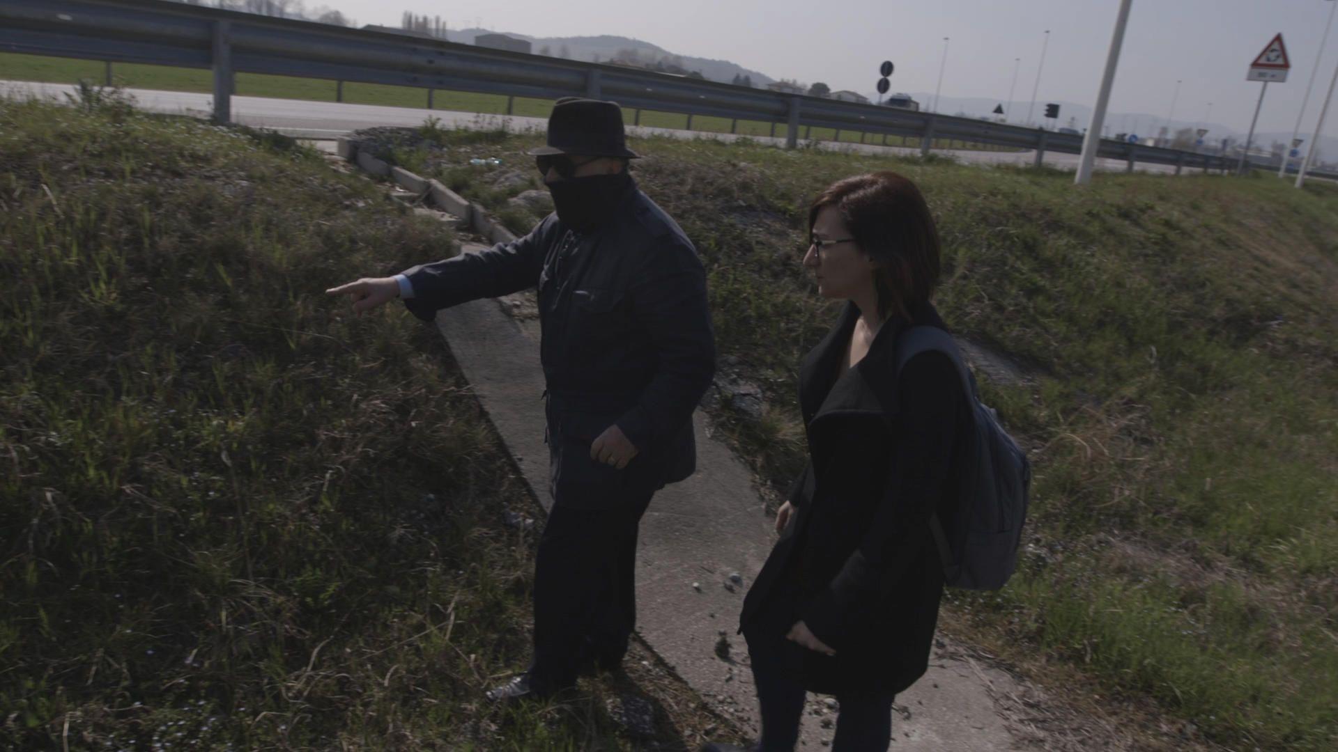 Ο Νούντσιο Περέλλα, είναι πρώην μέλος της Ιταλικής Μαφίας. Ο ίδιος διαχειριζόταν τη διακίνηση επικίνδυνων φορτίων αποβλήτων και μας ανέφερε on camera σε ποια σημεία βρίσκονται θαμμένα.