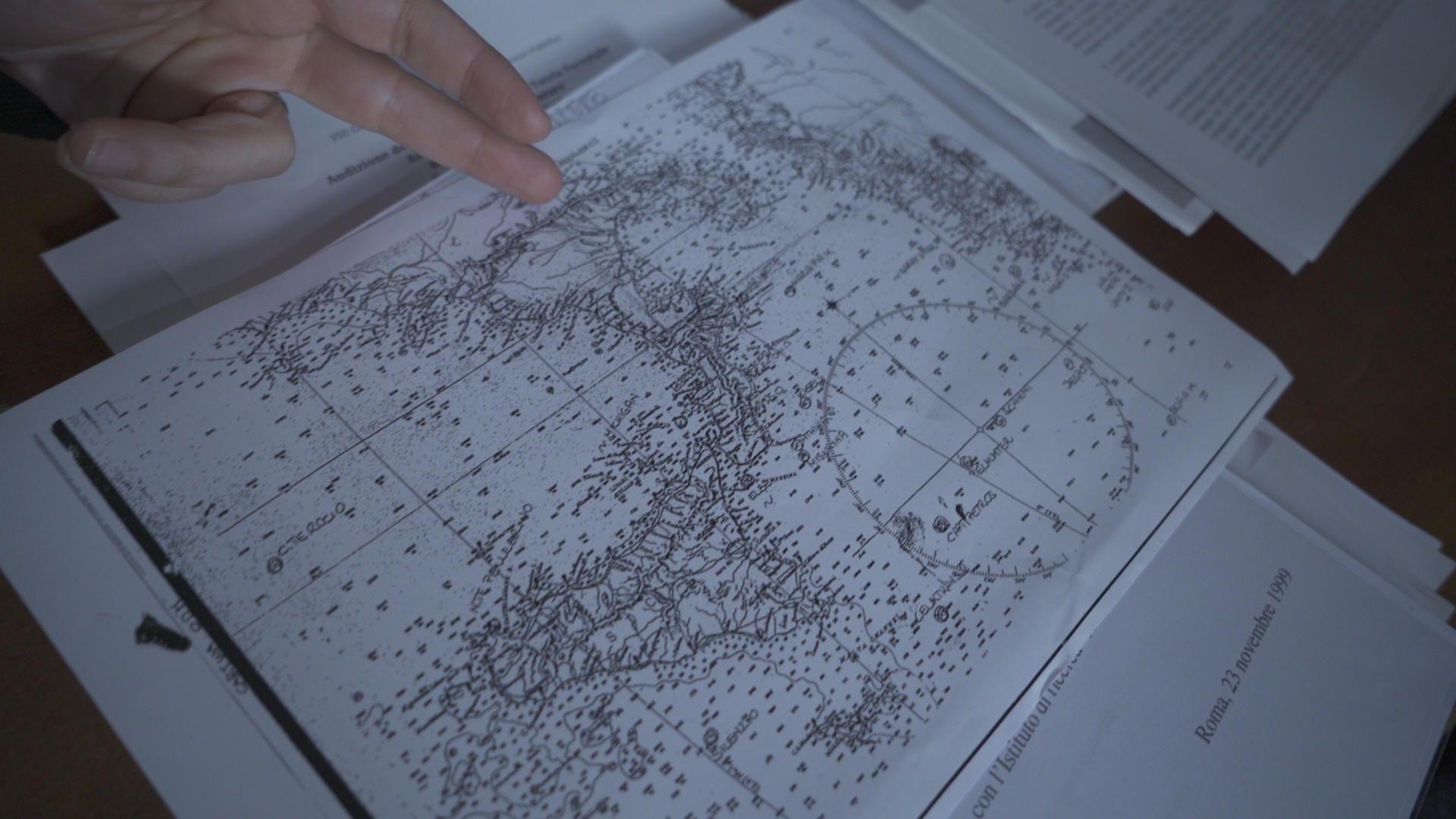 Εδώ και δεκαετίες, περιβαλλοντικές οργανώσεις, δημοσιογράφοι αλλά και οι Αρχές προσπαθούν να ξετυλίξουν το κουβάρι της σκοτεινής υπόθεσης διακίνησης αποβλήτων στη Μεσόγειο, καταρτίζοντας λίστες και χάρτες για το πού και ποια πλοία μπορεί να είχαν βυθιστεί με αυτά.