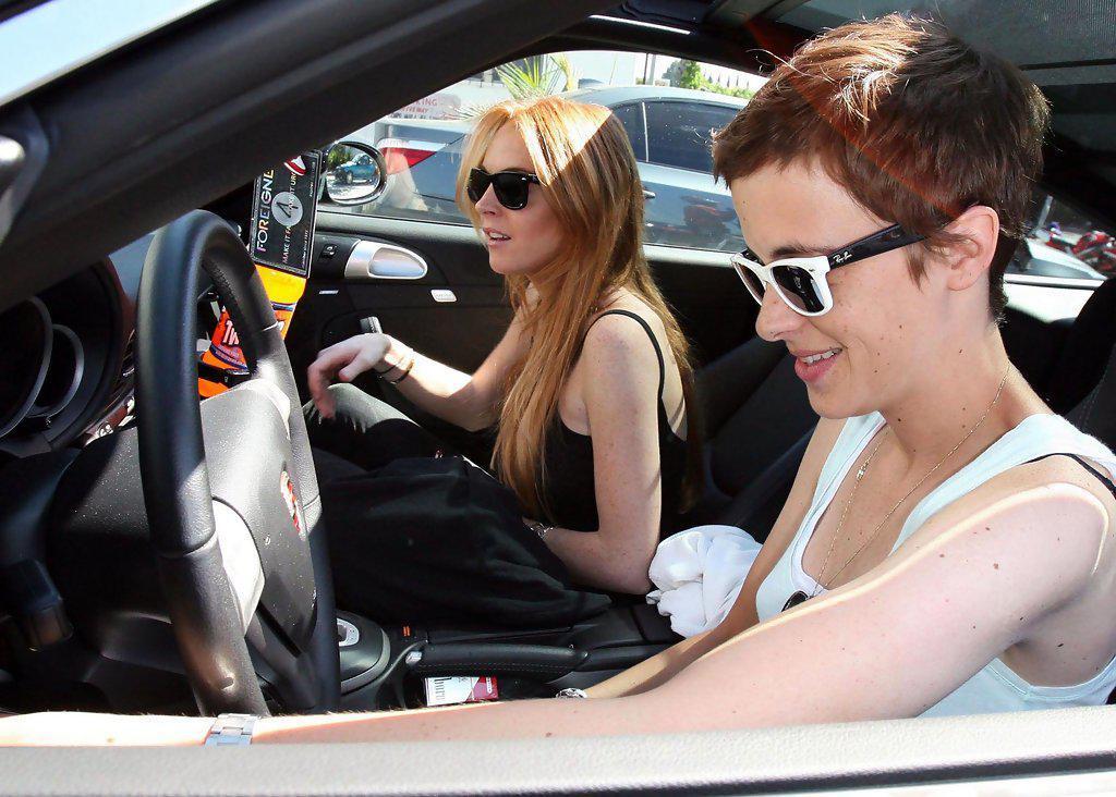 Λίντσεϊ Λόχαν (αριστερά) με την πρώην της DJ Σαμάνθα Ρόνσον