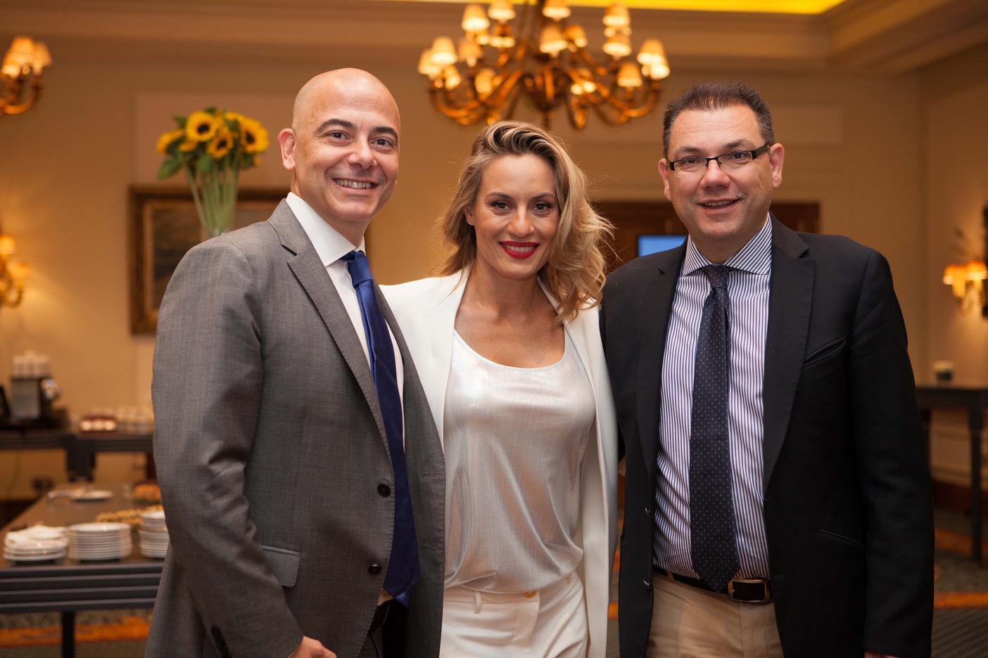 """(από αριστερά) Ο κ. Ιάκωβος Μιχαλίτσης, Γενικός Διευθυντής Valeant Ελλάδας, Κύπρου & Μάλτας, η κ. Ελεονώρα Μελέτη, πρέσβειρα της εκστρατείας """"MychoiceMylife"""", ο κ. Σπύρος Βεργίνης, Business Unit Manager Rx & OTC, Valeant"""