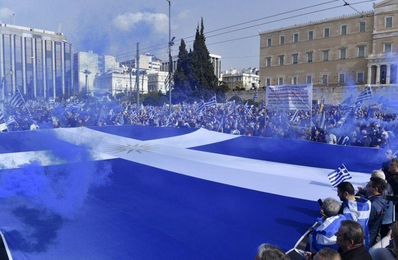 Συλλαλητήριο: Τεράστια ελληνική σημαία με τον ήλιο της Βεργίνας (pics) | mononews