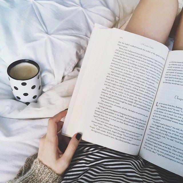 βιβλίο στο κρεβάτι