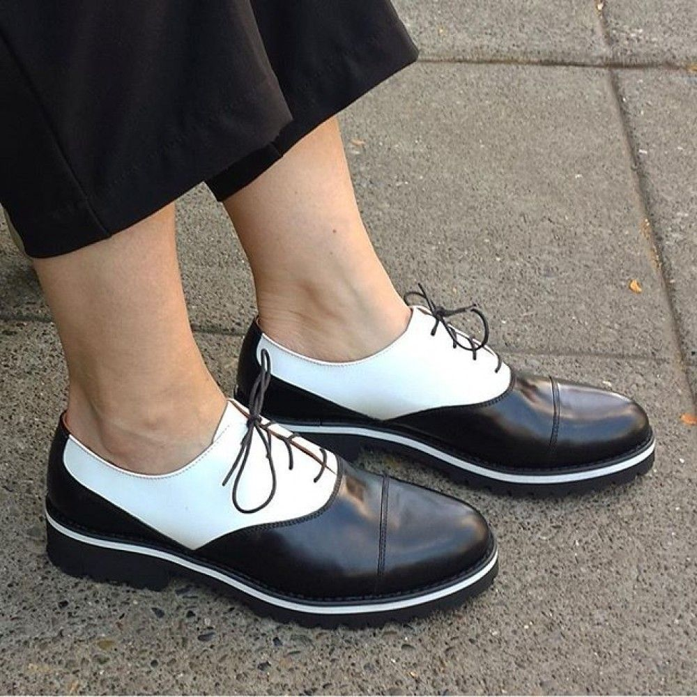 3+1 flat παπούτσια που μπορείτε να φορέσετε το βράδυ της Ανάστασης ... bd38a9ed211