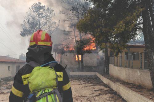 Ο πυροσβέστης Νίκος Ρουκούδης έγινε γνωστός από την συγκινητική του  ανάρτηση στο facebook 15699cc0d5b