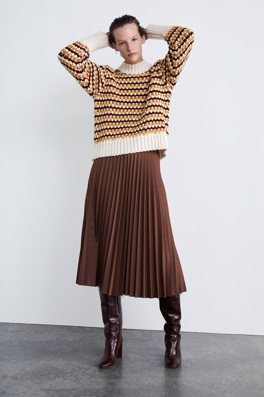 ZARA  Δέκα υπέροχες πλισέ φούστες για casual chic εμφανίσεις - mononews 98e67dfbb35